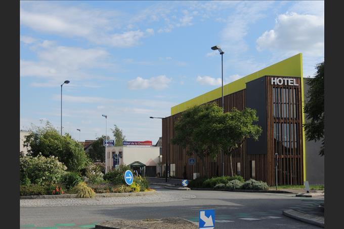 Hotel 3 stars chartres de bretagne hotel near rennes in for Chartres de bretagne piscine